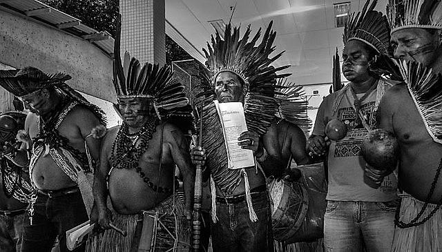 Indigenistas e indígenas resistem às mudanças feitas pelo governo Bolsonaro (PSL) de alocar FUNAI no Ministério dos Direitos Humanos.