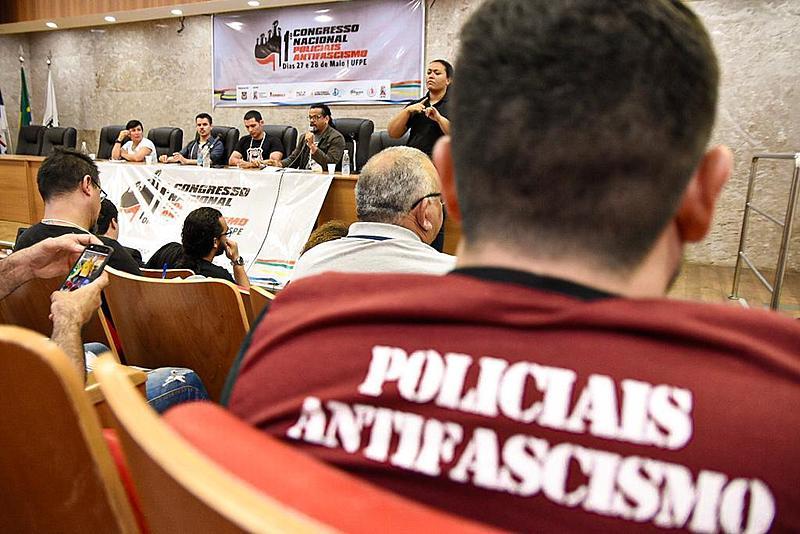 """O debate """"Sistema criminal e segurança pública frente às opressões e ataques aos direitos"""" contou com uma mesa bastante representativa"""