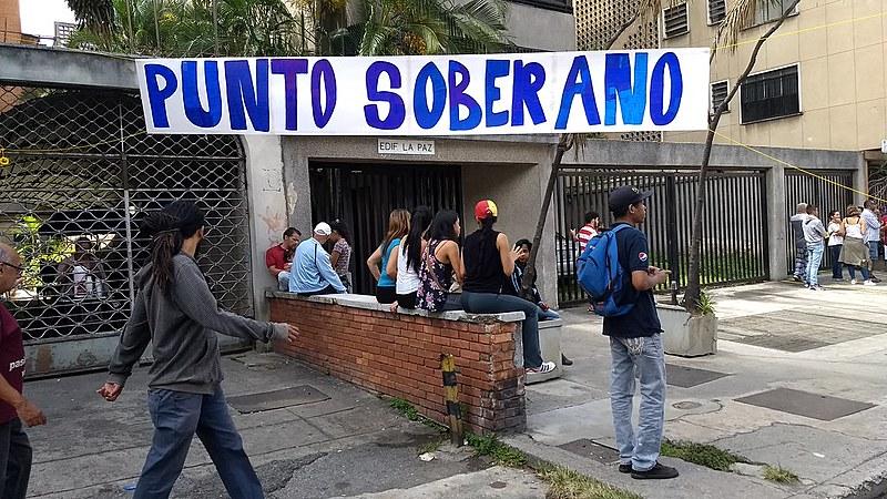 """""""Ponto Soberano"""", onde ocorreu plesbicisto informal neste domingo (16), no setor de Savana Grande, em Caracas"""