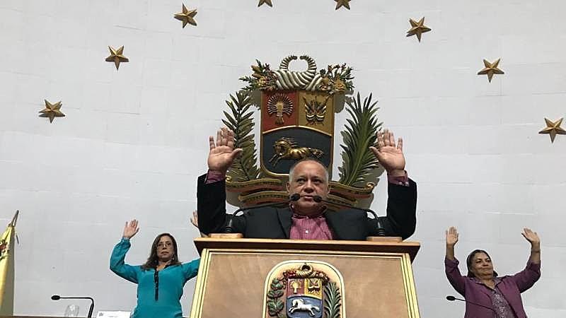 Por unanimidade, deputados constituintes aprovam quebra de imunidade parlamentar de Guaidó