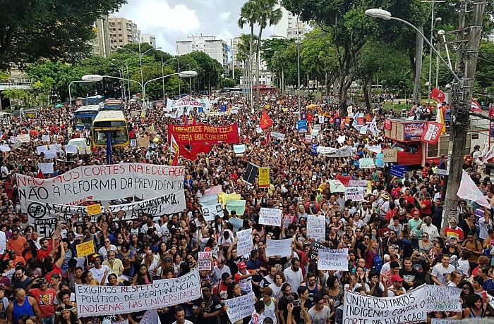 De acordo com a CNTE, mais de 1 milhão de pessoas participaram dos atos neste 15 de maio
