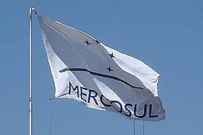 A medida responde ao fato de a Venezuela ter descumprido os compromissos assumidos no Protocolo de Adesão ao Mercosul, assinado em Caracas em 2006