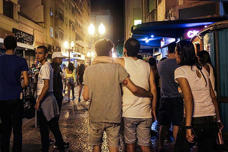 A homossexualidade diz sobre orientação afetivo-sexual voltada para pessoas do mesmo gênero