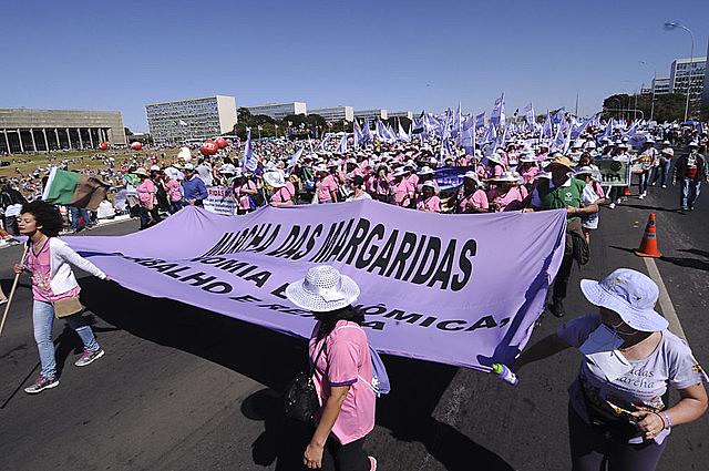 Organizada por mulheres do campo, da floresta e das águas, Marcha das Margaridas ocorre desde 2000, sempre em Brasília (DF)
