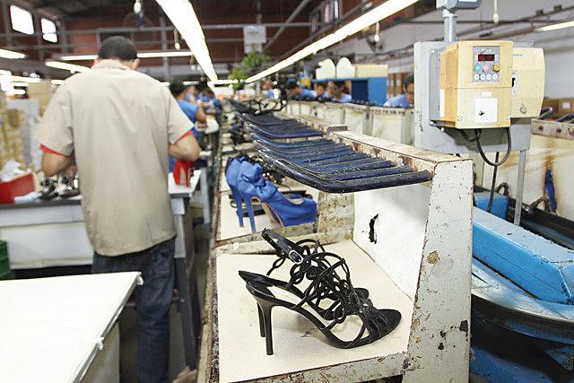 Mesmo com as fábricas abertas algumas das empresas já tiveram a falência decretada.