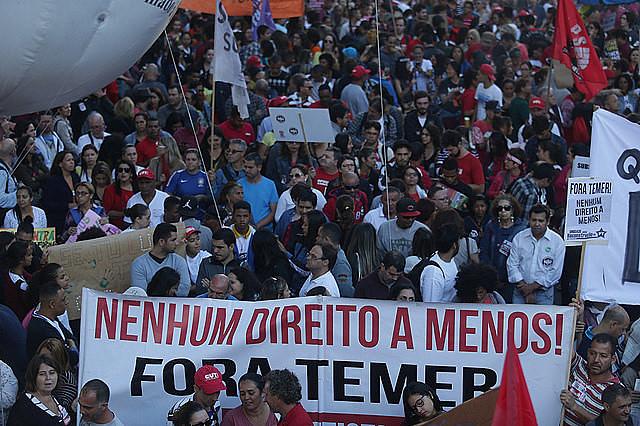 Trabajadores de la ciudad de Salvador en el estado de Bahia en una de las huelgas contra las reformas laboral y de Pensiones
