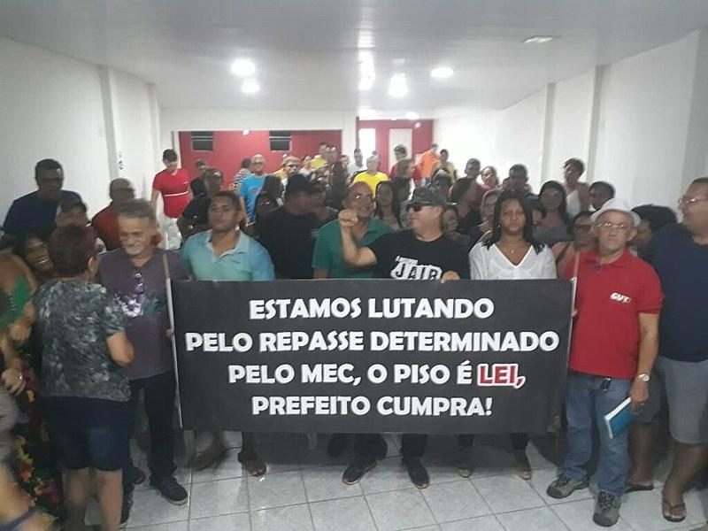 Funcionários cobram posição do prefeito de Santa Rita, Emerson Panta (PSDB)