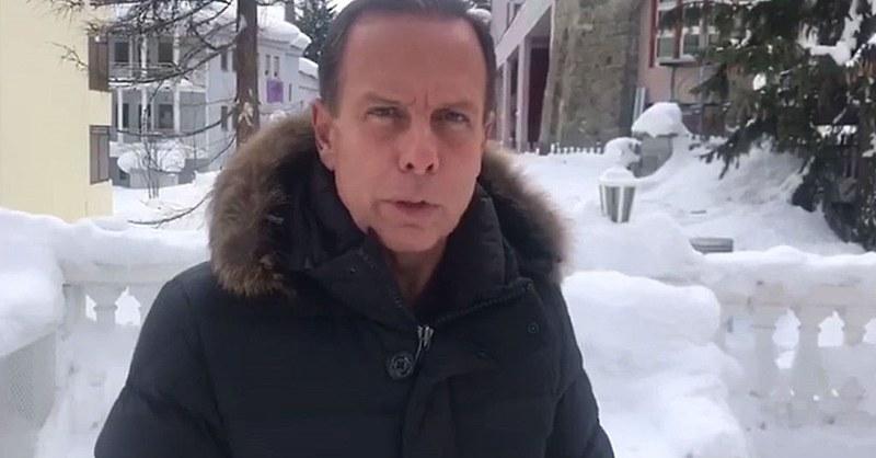Governador eleito aproveita o inverno nos Alpes suíços