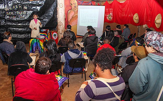 Participantes tiveram estudos sobre diversos assuntos, um deles sobre a organicidade do MST