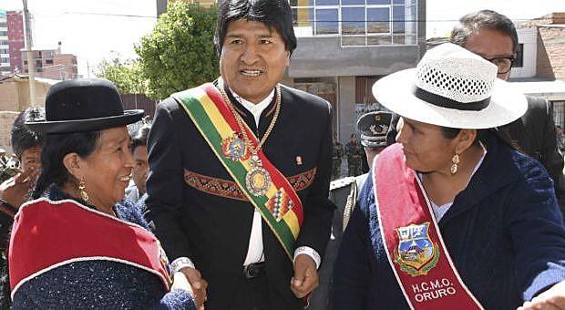 O presidente Evo Morales com a ministra do Meio Ambiente e Água, Alexandra Moreira