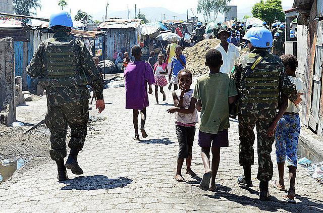 """Os haitianos rechaçam as exigências do FMI para um acordo de """"ajuda humanitária"""" que exige o fim dos subsídios aos derivados de petróleo"""