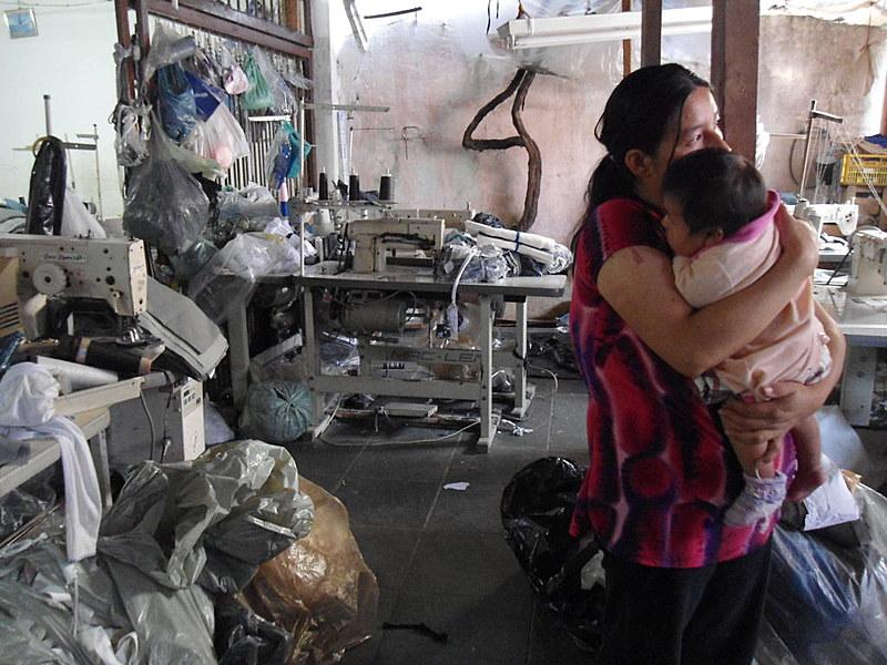 Segundo estimativas da (OIT, em 2012, existiam cerca de 21 milhões de pessoas submetidas a trabalho forçado no mundo. Quase metade delas (11