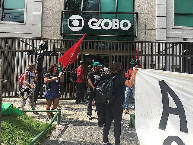 Durante la ocupación, los manifestantes denunciaron que la emisora está implicada en casos de corrupción
