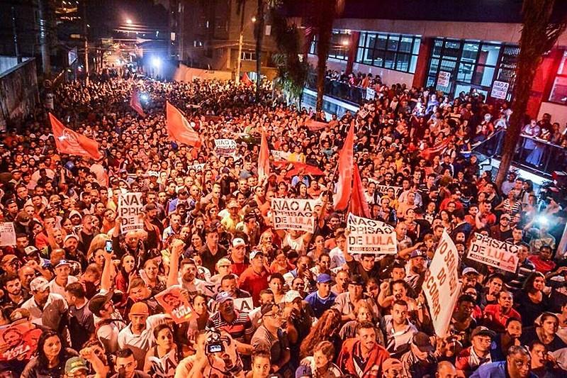 Militantes de diversos movimentos populares participam de ato em solidariedade a Lula em São Bernardo do Campo (SP)