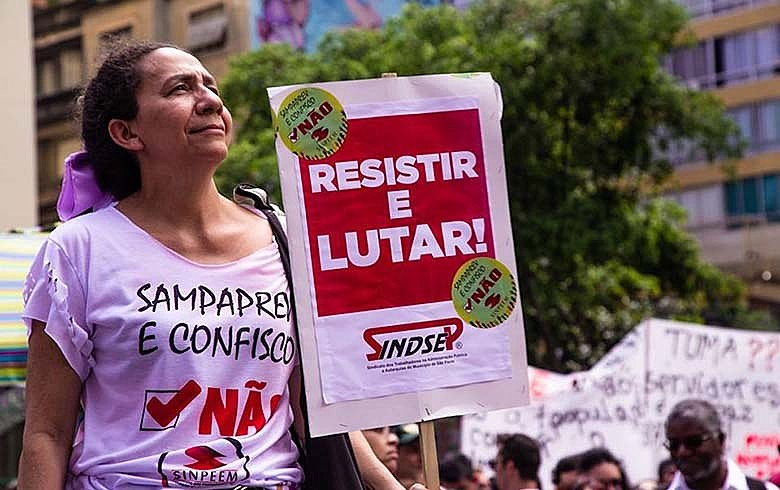 Servidora na luta contra o SampaPrev: contra o confisco salarial para resolver situação criada pelo governo
