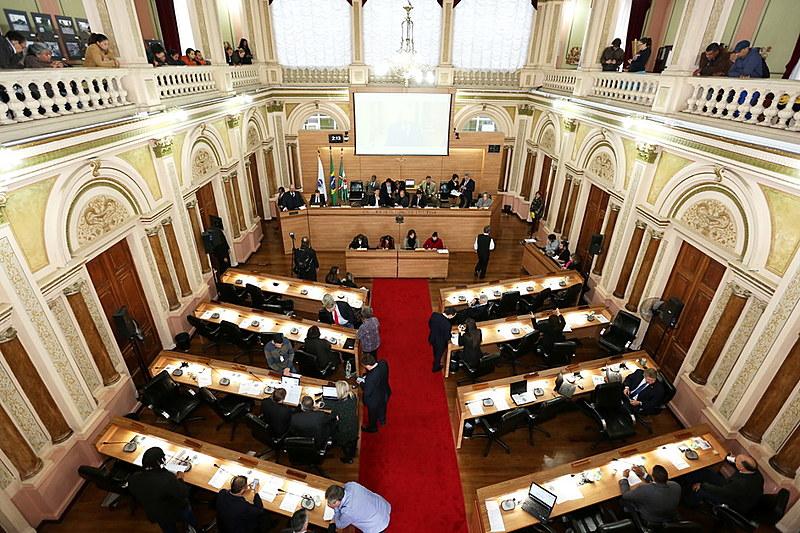 Sistema eleitoral brasileiro gera fragmentação da representação política e votos personalizados, afirma cientista político