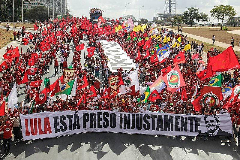 Marcha no dia do registro da candidatura de Lula, no último dia 15