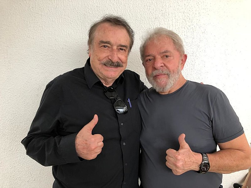 Lula e Ramonet na sede da Superintendência da PF na última quinta-feira (12)