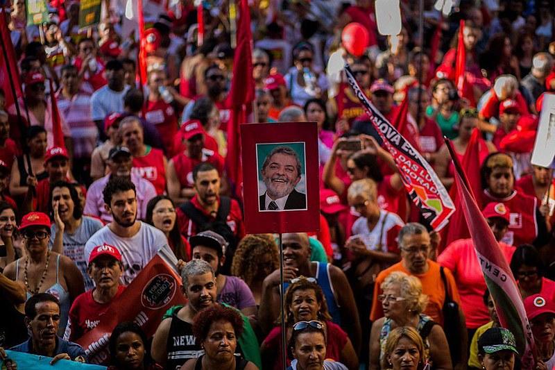 """""""É preciso disputar projetos, viabilizar a candidatura popular de Lula, baixar a bola de Ciro Gomes e manter acesa a chama da resistência"""""""