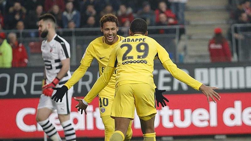 Neymar comemora um dos seus gols pelo Paris Saint-Germain