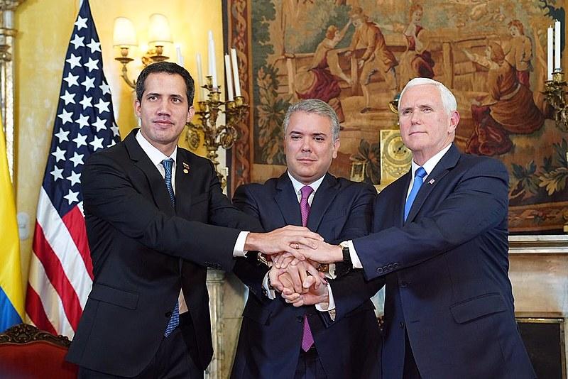 Juan Guaidó, Iván Duque, presidente da Colômbia e Mike Pence, vice-presidente dos EUA, em encontro na Casa Branca
