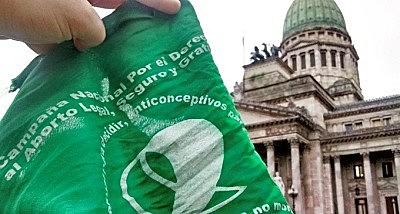 """Os lenços verdes (""""pañuelos verdes, em espanhol) são o símbolo das defensoras da legalização do aborto na Argentina"""