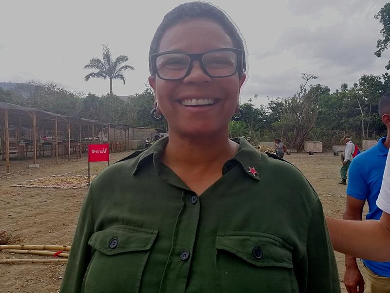 A prefeita de Caracas durante treinamento das organizações civis-militares