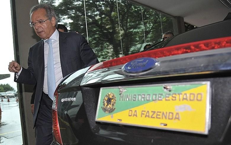 """Colaboradores de Bolsonaro, como seu homem forte Paulo Guedes, já declararam apoiar privatização de """"todas"""" as estatais"""