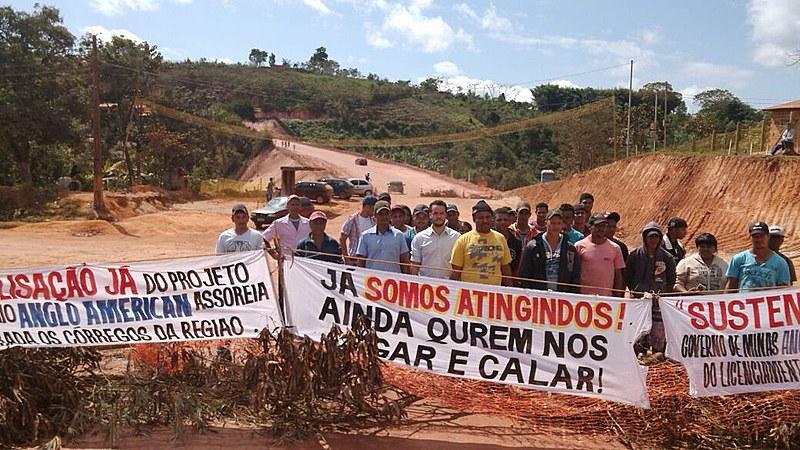 Comunidades de Conceição do Mato Dentro protestam contra Anglo American em 2015