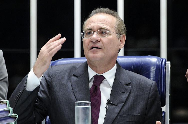 A sessão foi interrompida após um bate-boca entre os senadores Flavio Bolsonaro (Republicanos-RJ) e Calheiros