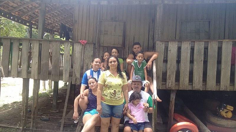 Maria Berenilda Barbosa Furtado com a família, no sítio Conceição da Ponta