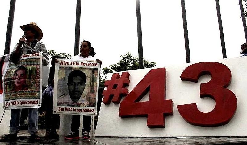 """Familiares dos estudantes desaparecidos e Comitê de estudantes de Ayotzinapa convocam uma nova jornada de lutas """"Escuta a minha voz 43"""""""