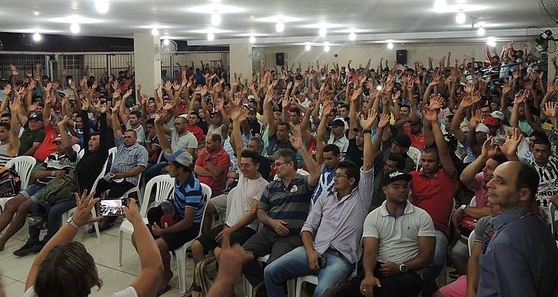 Em Assembleia, mais de 700 trabalhadores da construção civil decidiram por implantação de dissídio coletivo junto à Justiça do Trabalho.