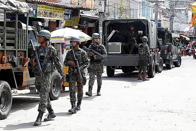 Informe muestra que operaciones son ineficaces. En la foto, Ejército hace operación en la favela Nova Holanda, en el Complejo de Maré
