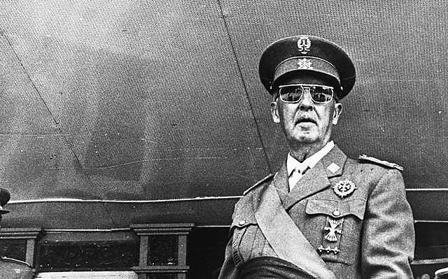 O general fascista Francisco Franco comandou a Espanha por 36 anos, finalizando seu regime com sua morte, há mais de quatro décadas