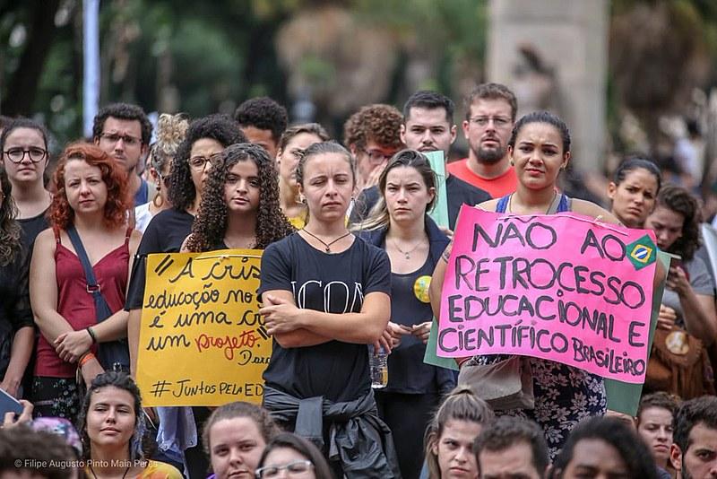 Mais de um milhão vão às ruas em defesa da educação e contra a reforma da Previdência