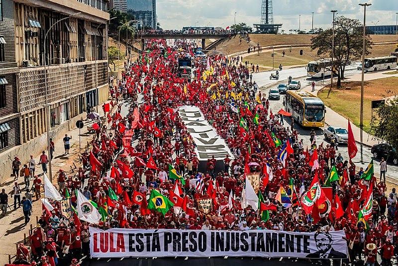 """""""Uma mentira não é capaz de destruir com uma relação de 40, 50 anoscom o povo"""", disse Fernando Haddad, candidato a vice de Lula"""