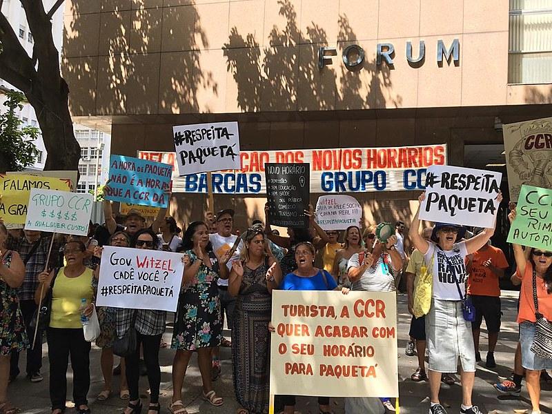 Moradores da ilha protestaram em frente à CCR Barcas e seguiram para o Tribunal de Justiça nesta quarta (15)