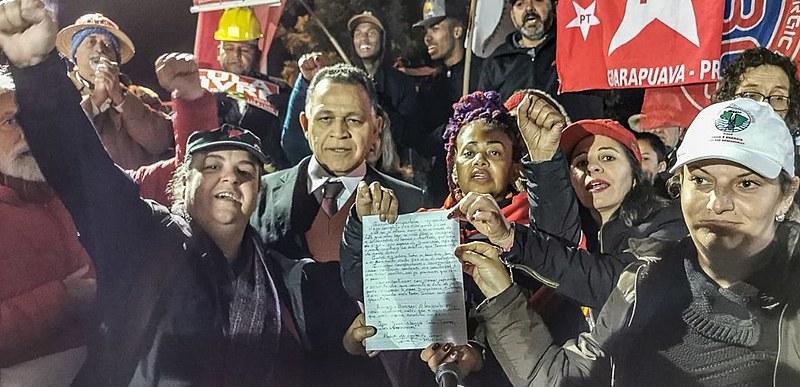 """Ato aconteceu em Curitiba no espaço da """"Vigília Lula Livre."""""""