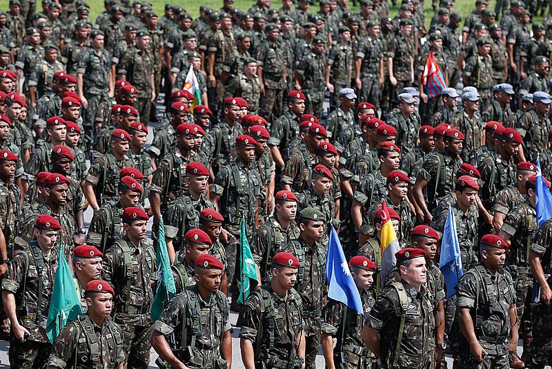 Exército, Aeronáutica, Marinha e Polícia Rodoviária Federal poderão atuar para dispersar paralisação dos caminhoneiros