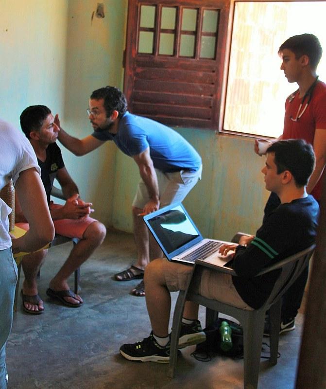 Aristóteles Cardona explica os mitos que envolvem o programa e fala do futuro saúde no Brasil