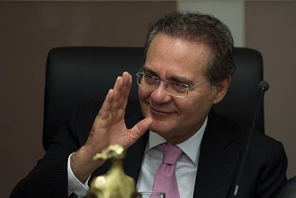 Segundo a mesa diretora, Renan Calheiros permanecerá na presidência da Casa até que o plenário do STF decida sobre o caso