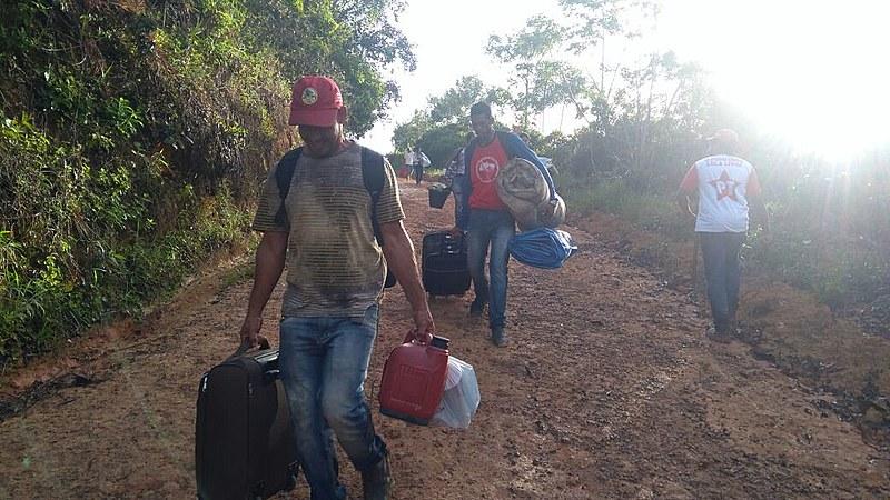 Cerca de 700 famílias montaram o acampamento Marielle Vive na madrugada deste sábado