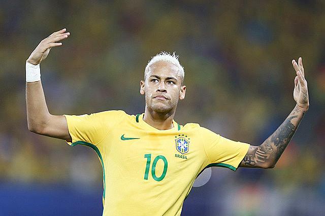 Pelo menos seis portais quetratam de futebol colocaram o brasileiro na capa de suas sessões de esporte