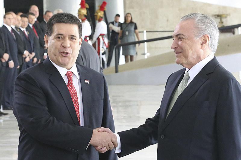 Presidentes Michel Temer e Horacio Cartes, do Paraguai, durante encontro no Palácio do Planalto