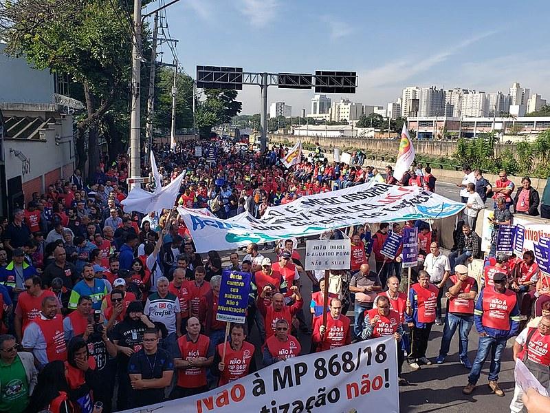 Ato ocorreu em frente à subsede da empresa, na região central da capital paulista