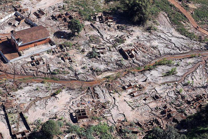 Gesteira, município de Barra Longa (MG), destruído pela lama tóxica