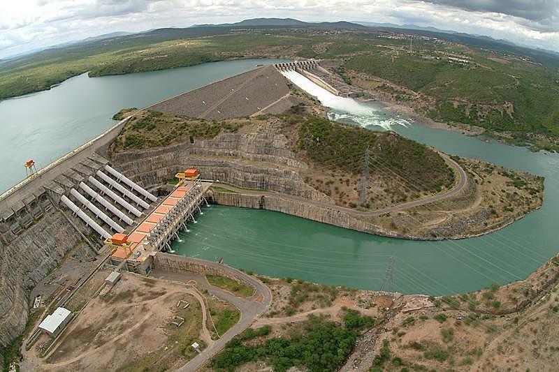 A Eletrobras responde atualmente por 37% geração de energia no Brasil e 50% da transmissão de energia