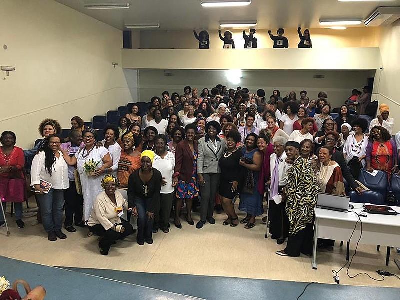 Militantes reunidas durante o II Encontro Estadual de de Mulheres Negras, que ocorreu na cidade de Niterói (RJ)