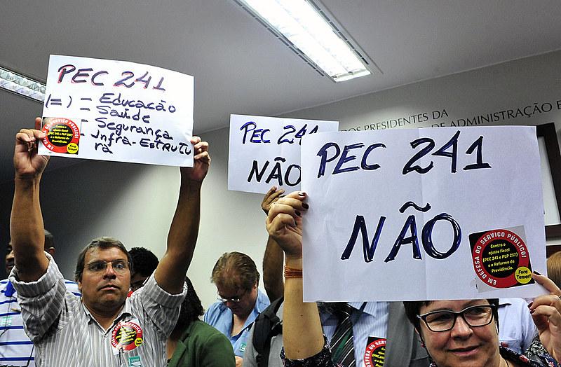 No último dia 4, manifestantes protestam contra a pec 241/16 em comissão especial da câmara dos deputados